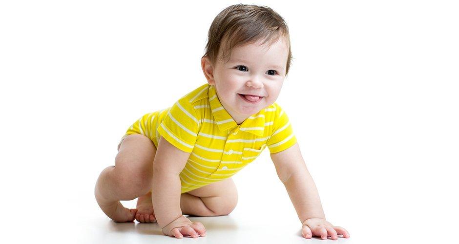 जब आपका शिशु घुटने के बल चलना सीखे